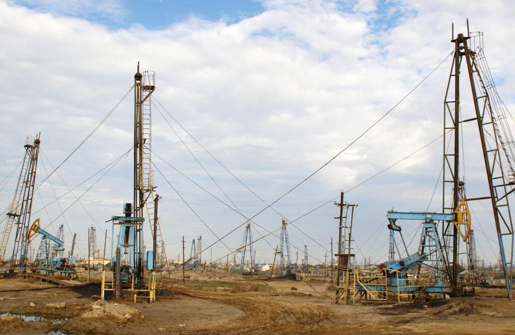 20180126 azerbaijan oil derricks on the shore near baku 1