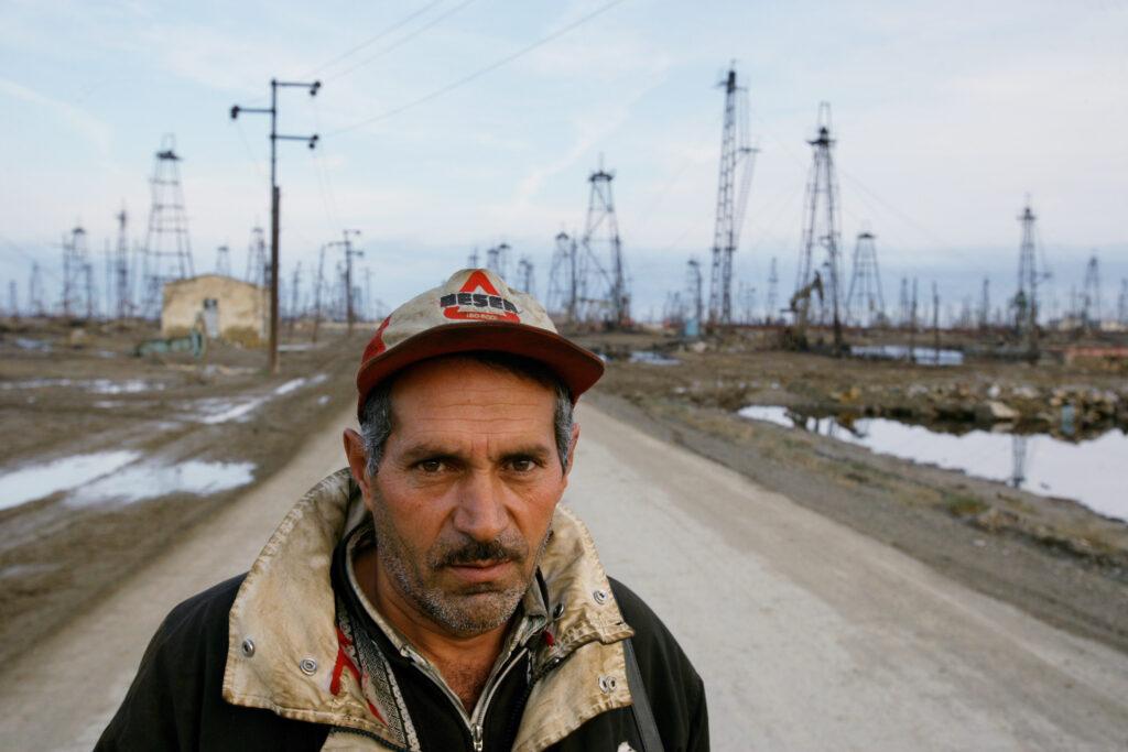 20180126 azerbaijan old and rusted oil rigs crowd a beach near baku october 25 2006 1