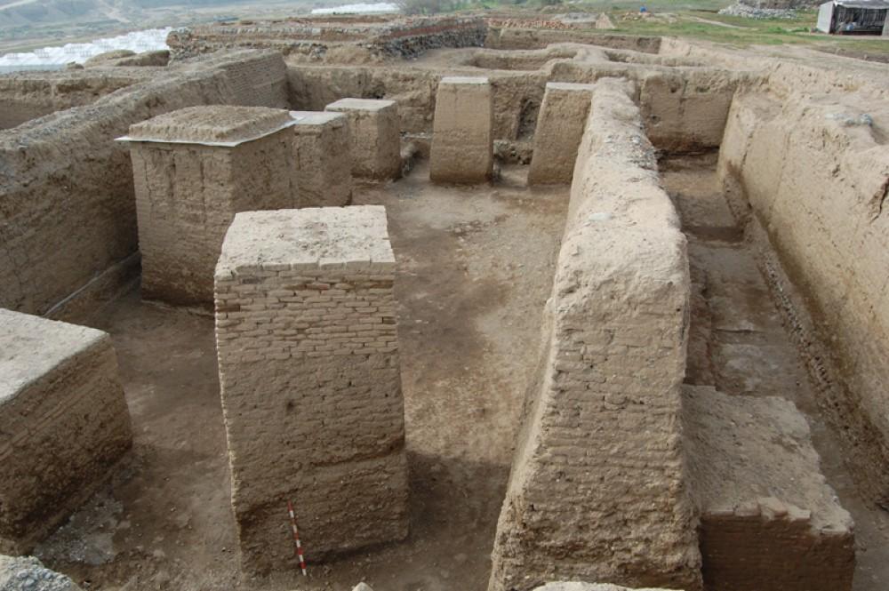 foto 10 raskopki dvorcza ahemenidov perioda v v. do n.e. na territorii shamkira