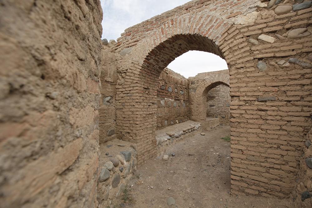 foto 9 raskopki dvorcza ahemenidov perioda v v. do n.e. na territorii shamkira