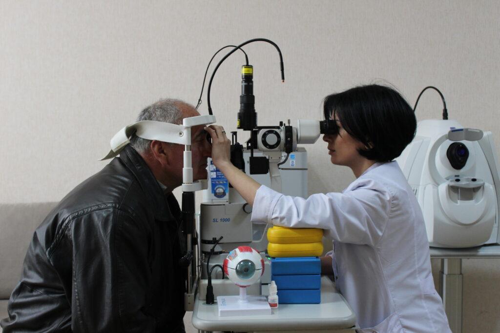 tekla mamageishvili examines patient aleksandre nadashvili